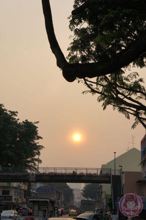 Hazy sun in Singapore