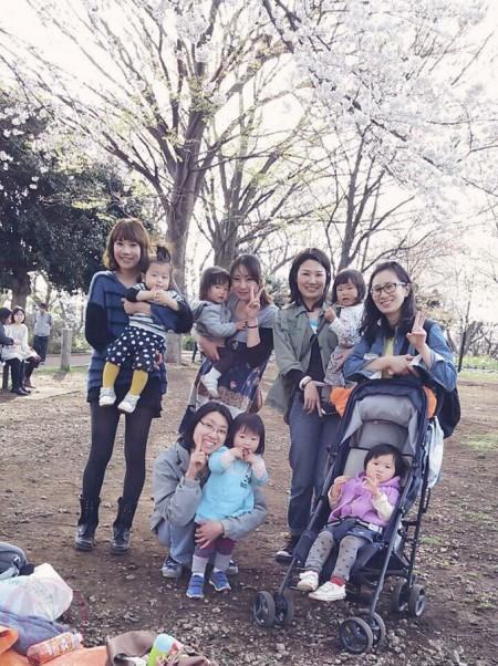 "Sakura picnic ""hanami"" with mama-friends 夢見ヶ崎動物公園でママ友とお花見"