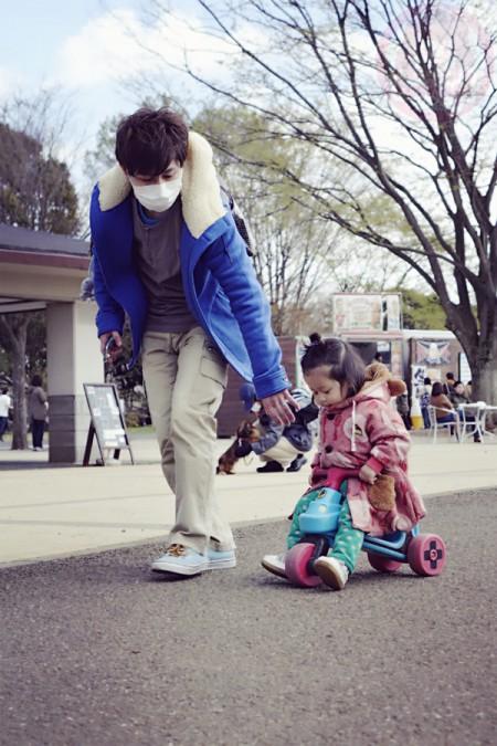 Daddy leading little-big-boss