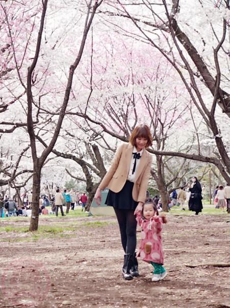 Little-big-boss and I posing for sakura blossom in Showa Kinen Park 昭和記念公園の桜