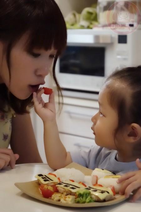 Feeding mama 1