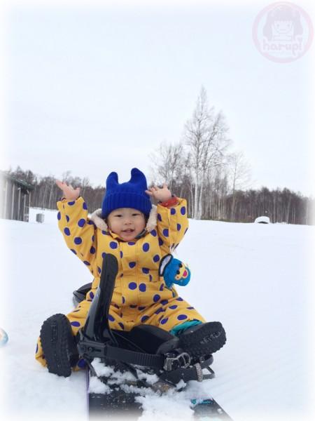Little-big-boss on mommy's snowboard