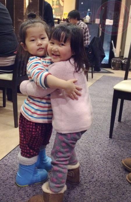 Little-big-boss and Yuki-chan hugging