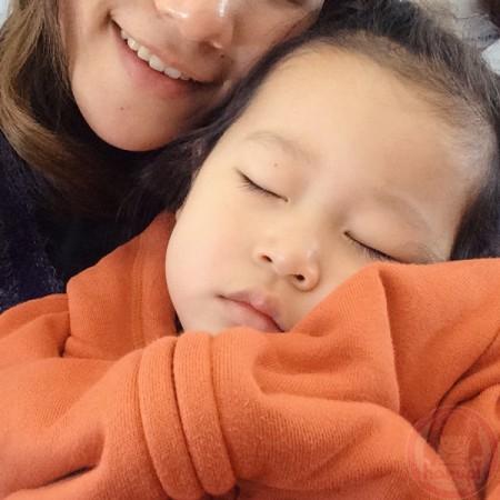 Little-big-boss slept throughout the flight