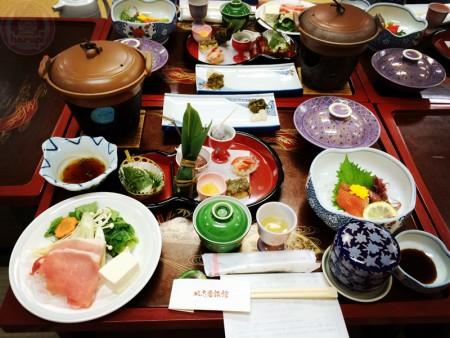 Dinner at Nushiyu Inn ぬ志勇旅館で夕飯